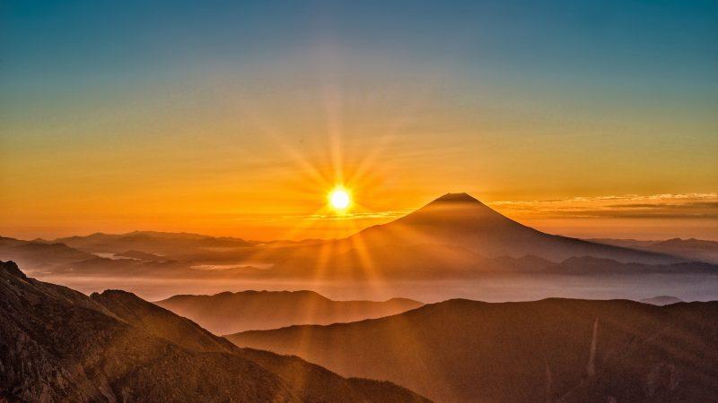 Mount-Fuji-sunrise-fog-mountains-Japan_3840x2160